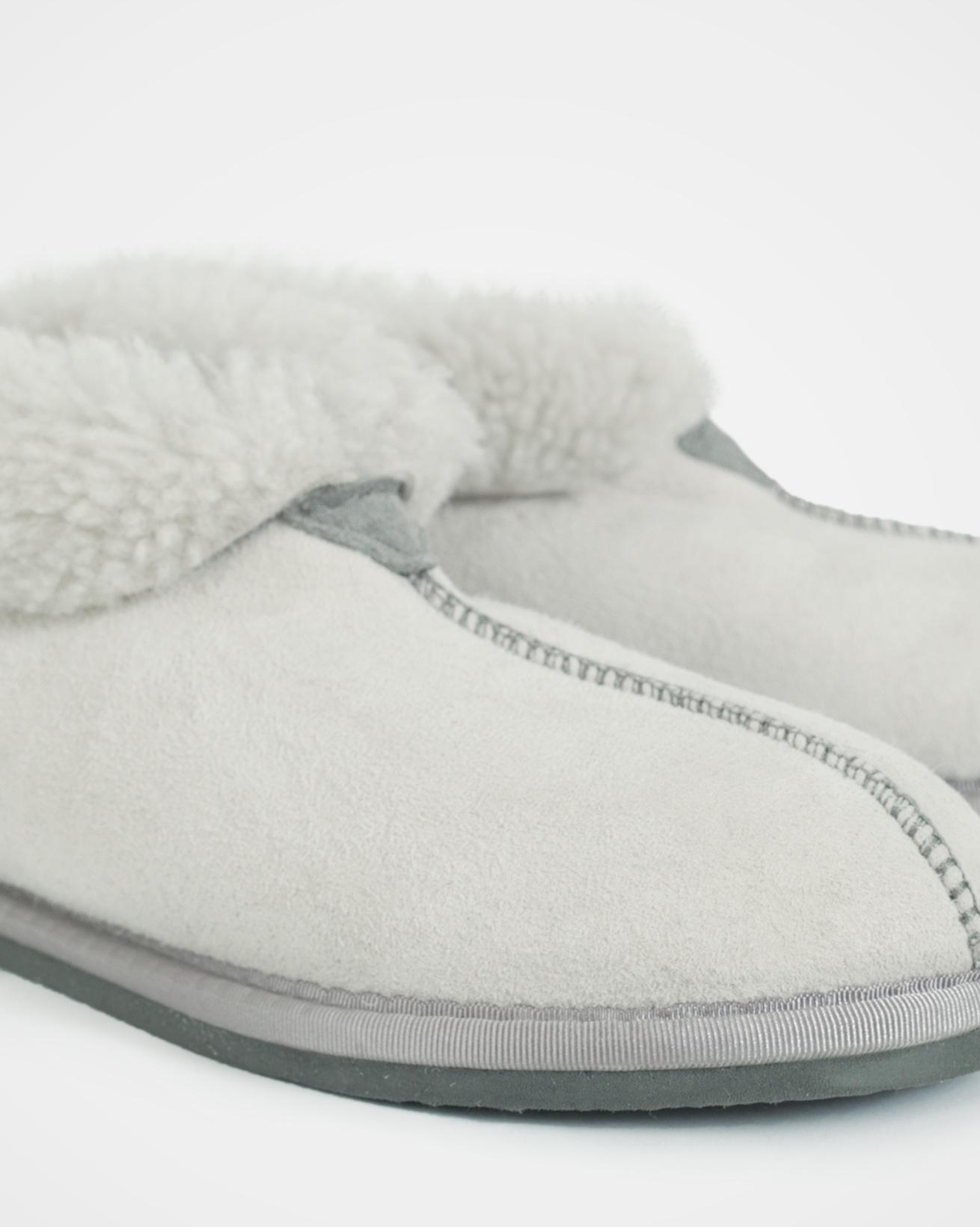 2100_ladies-sheepskin-bootee-slippers_winter-white_detail.jpg