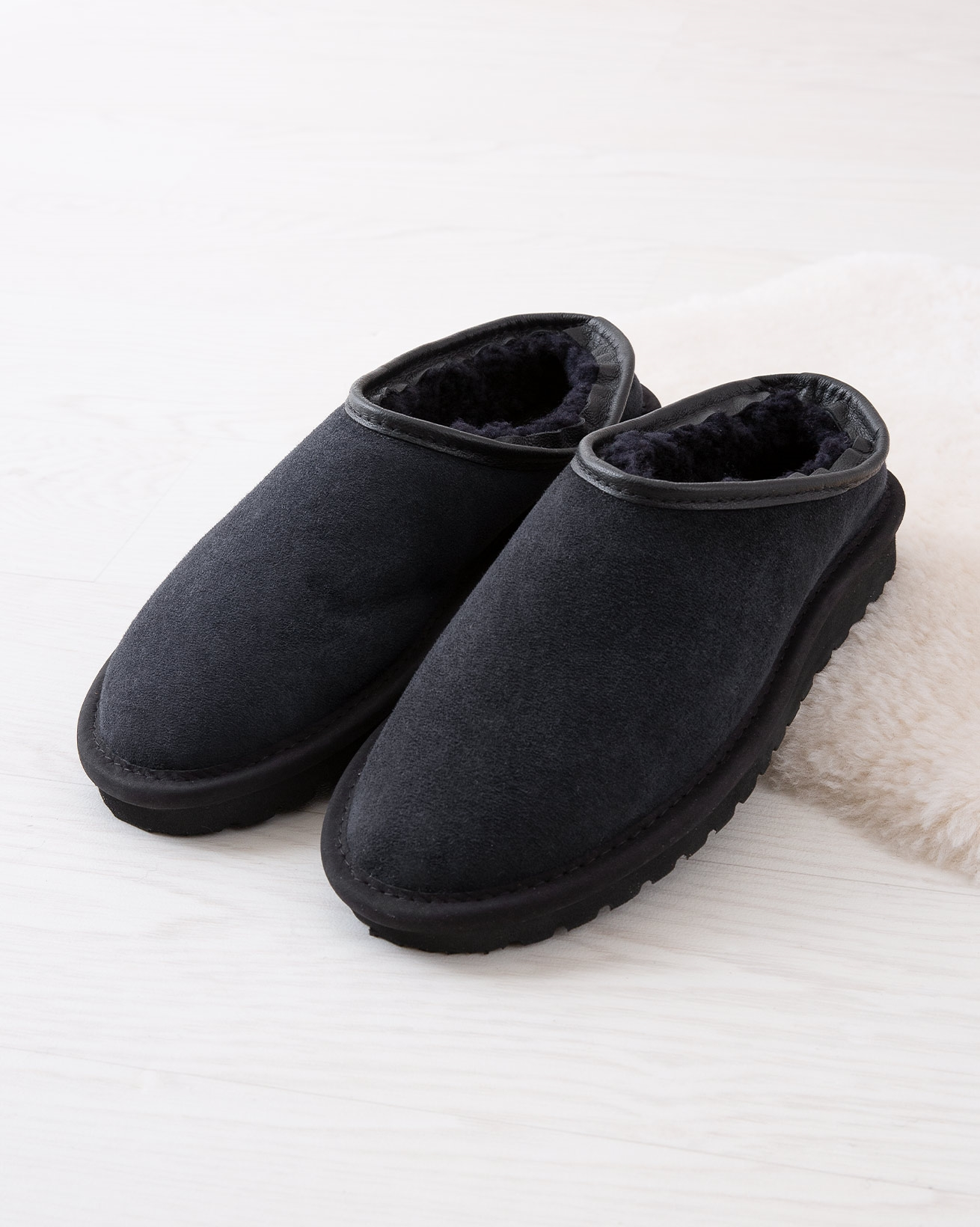 2025_mens-celt-clogs_navy_lifestyle_lfs.jpg