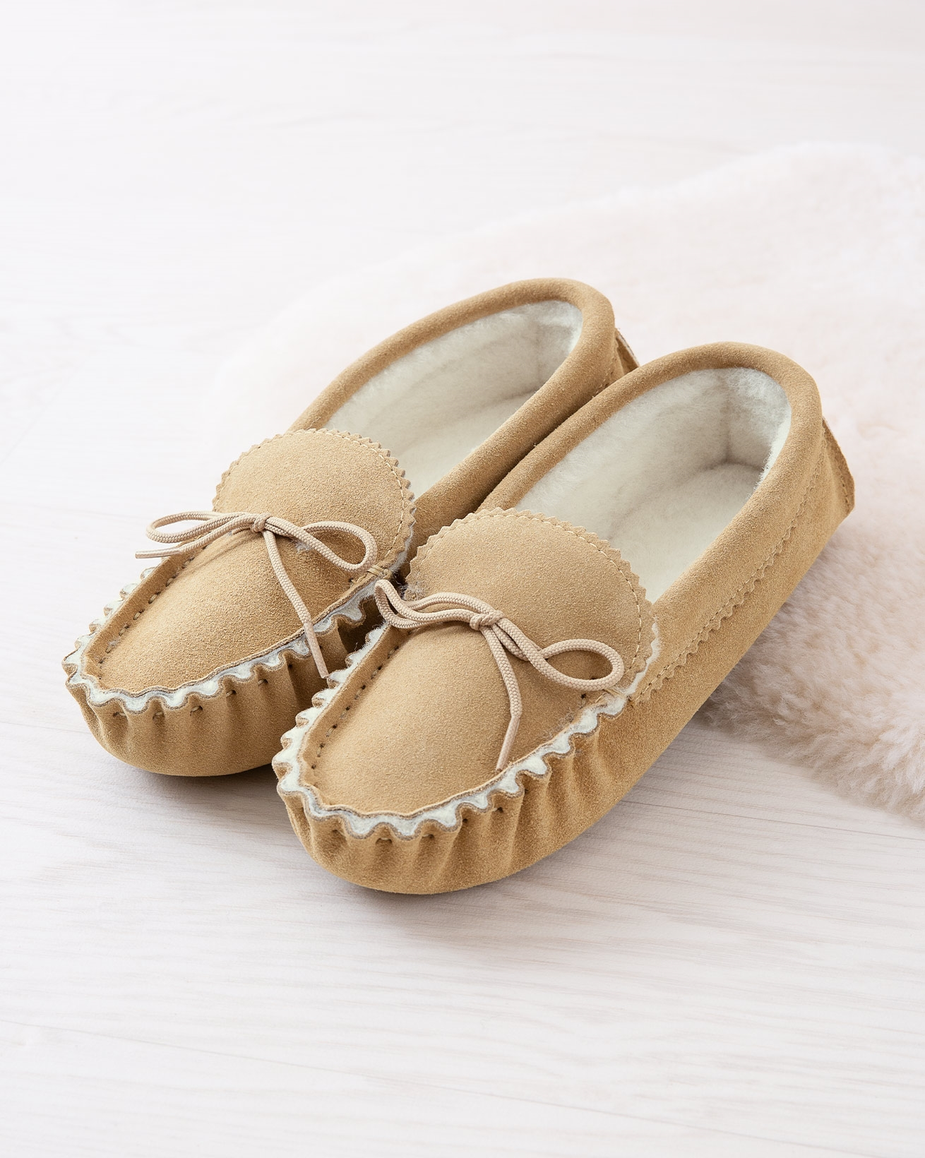 2150_loafer-moccasin-soft-sole_camel_lifestyle_lfs.jpg