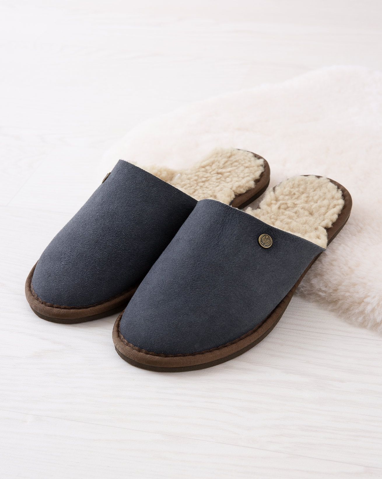 6615_ladies-sheepskin-mules_blue-iris_lifestyle_lfs.jpg