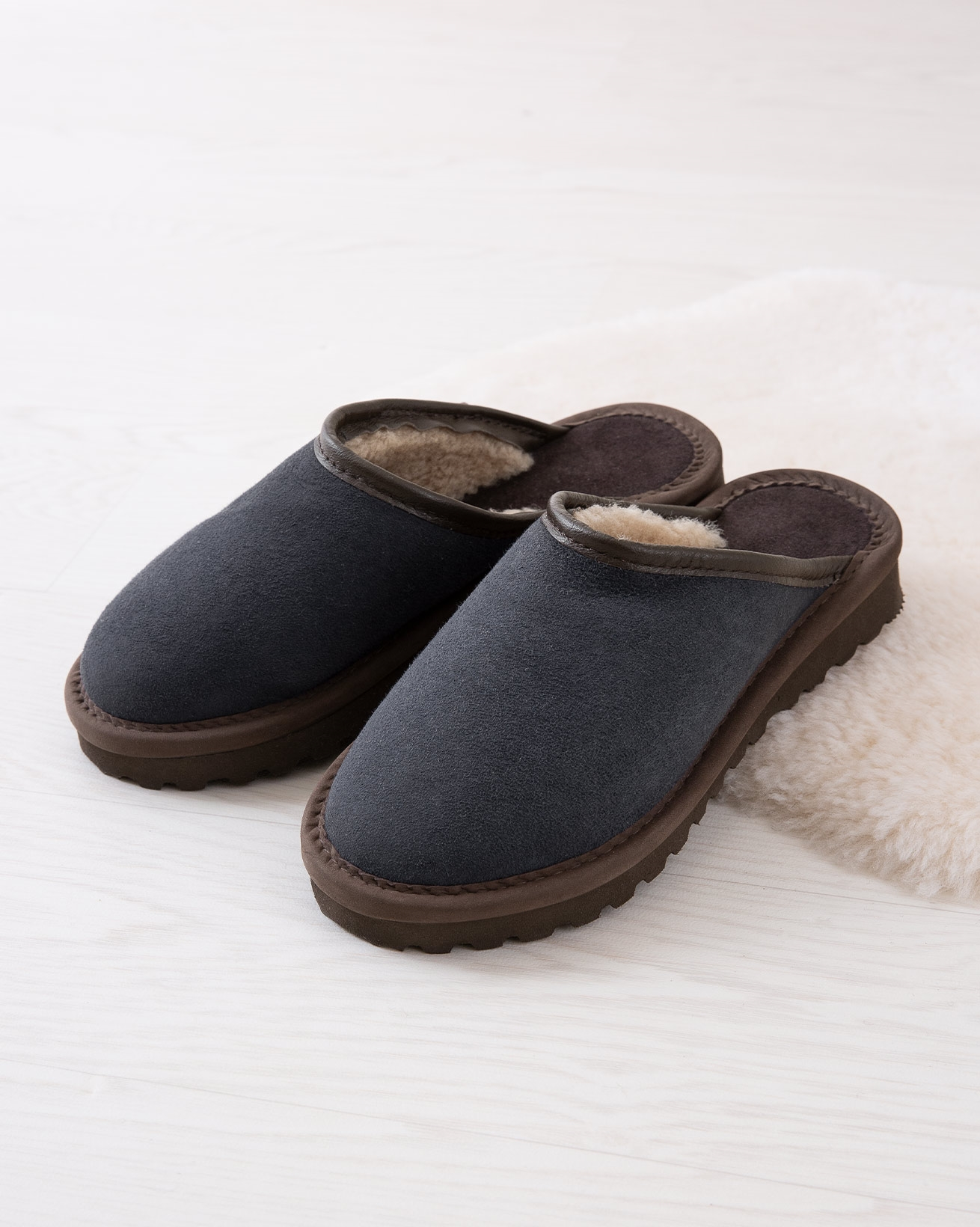 6617_ladies-clogs_blue-iris_lifestyle_lfs.jpg