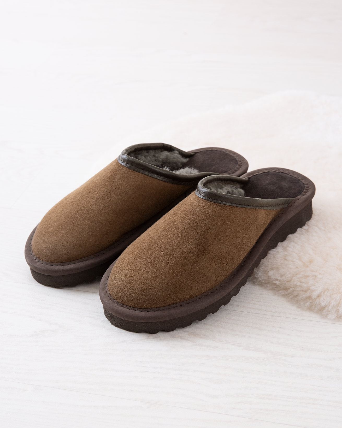 6617_ladies-clogs_khaki_lifestyle_lfs.jpg
