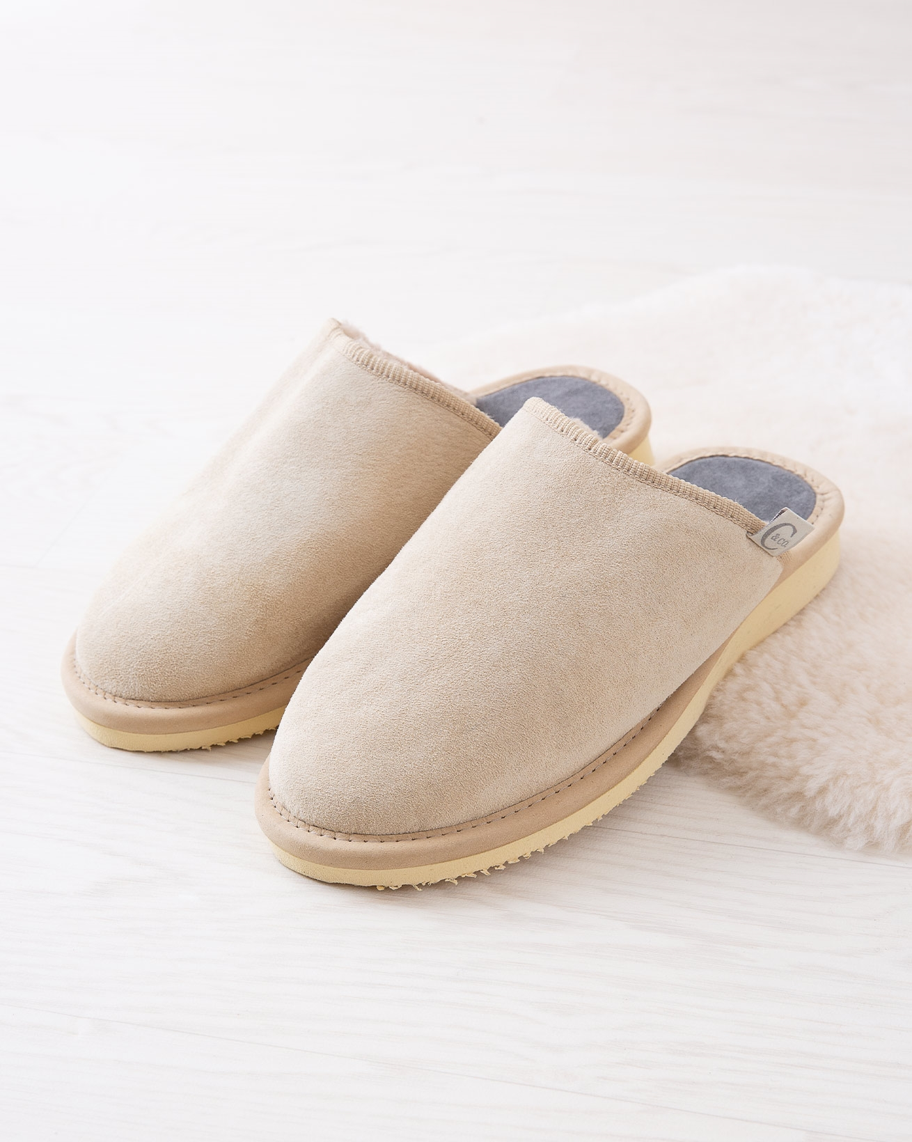 6617_ladies-clogs_oatmeal_lifestyle_lfs.jpg