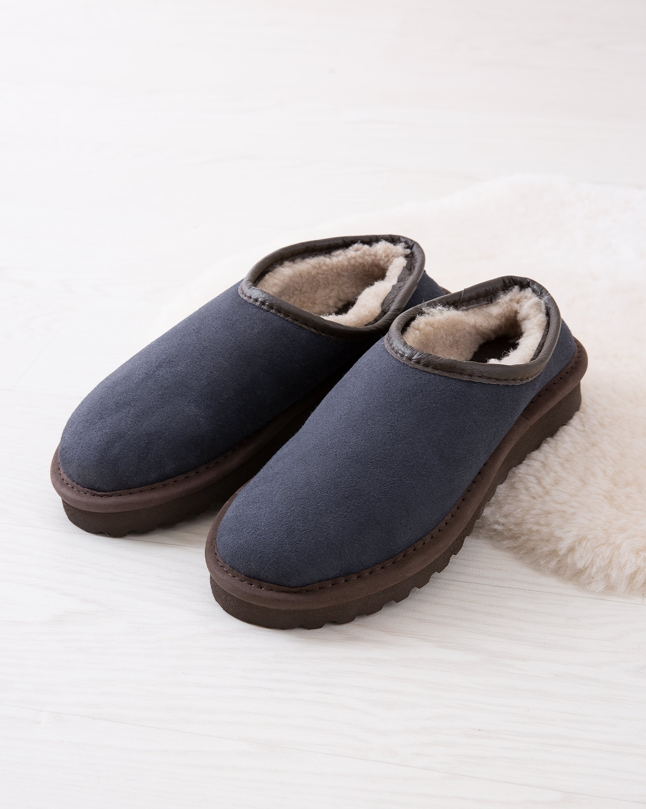 6618_ladies-clogs_blue-iris_lifestyle_lfs.jpg