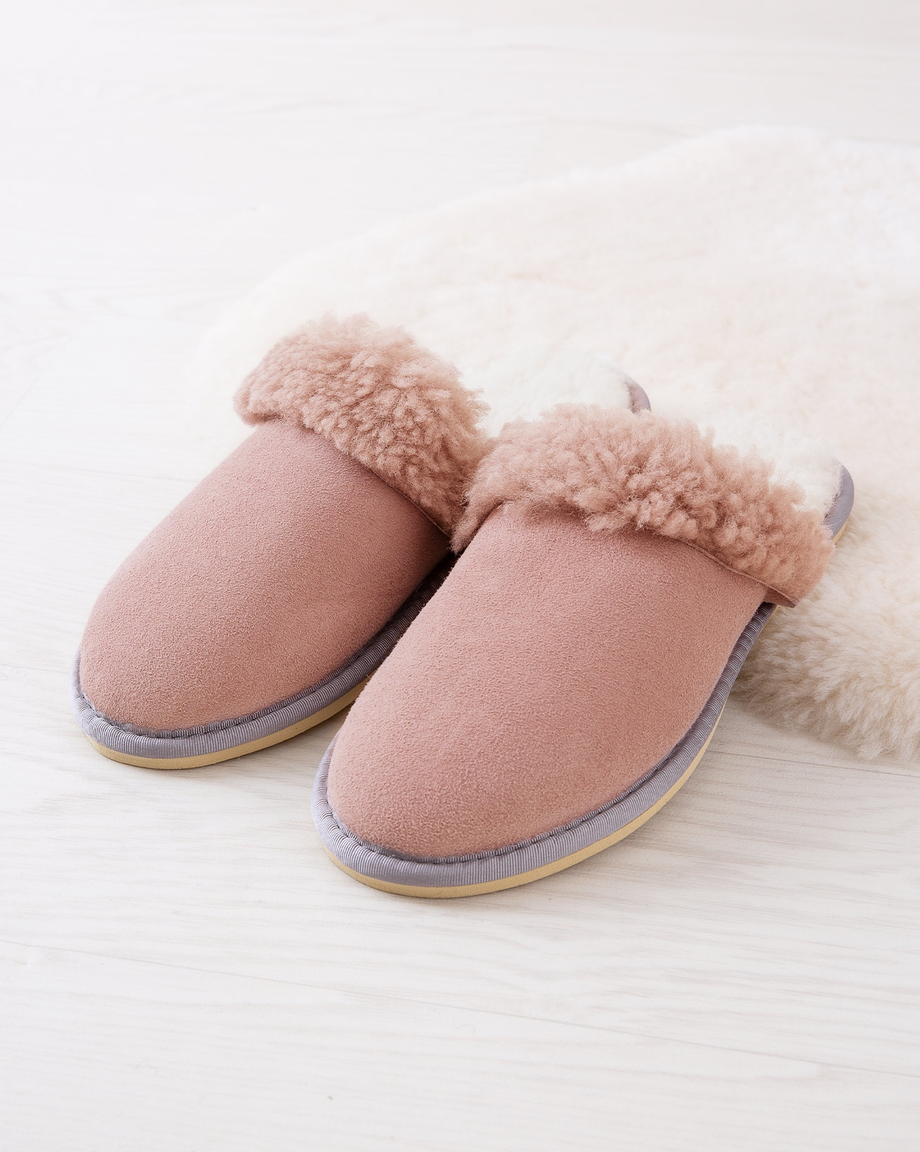 6786_ladies-turnback-mules_dusty-pink_lifestyle_lfs.jpg