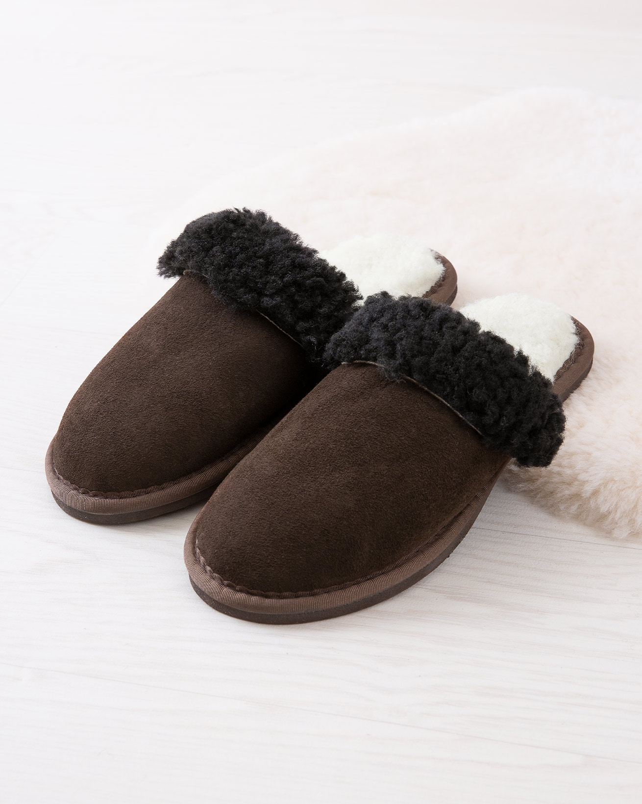 6786_ladies-turnback-mules_mocca_lifestyle_lfs.jpg