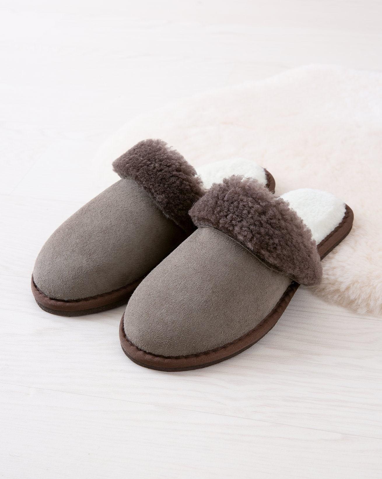 6786_ladies-turnback-mules_vole_lifestyle_lfs.jpg
