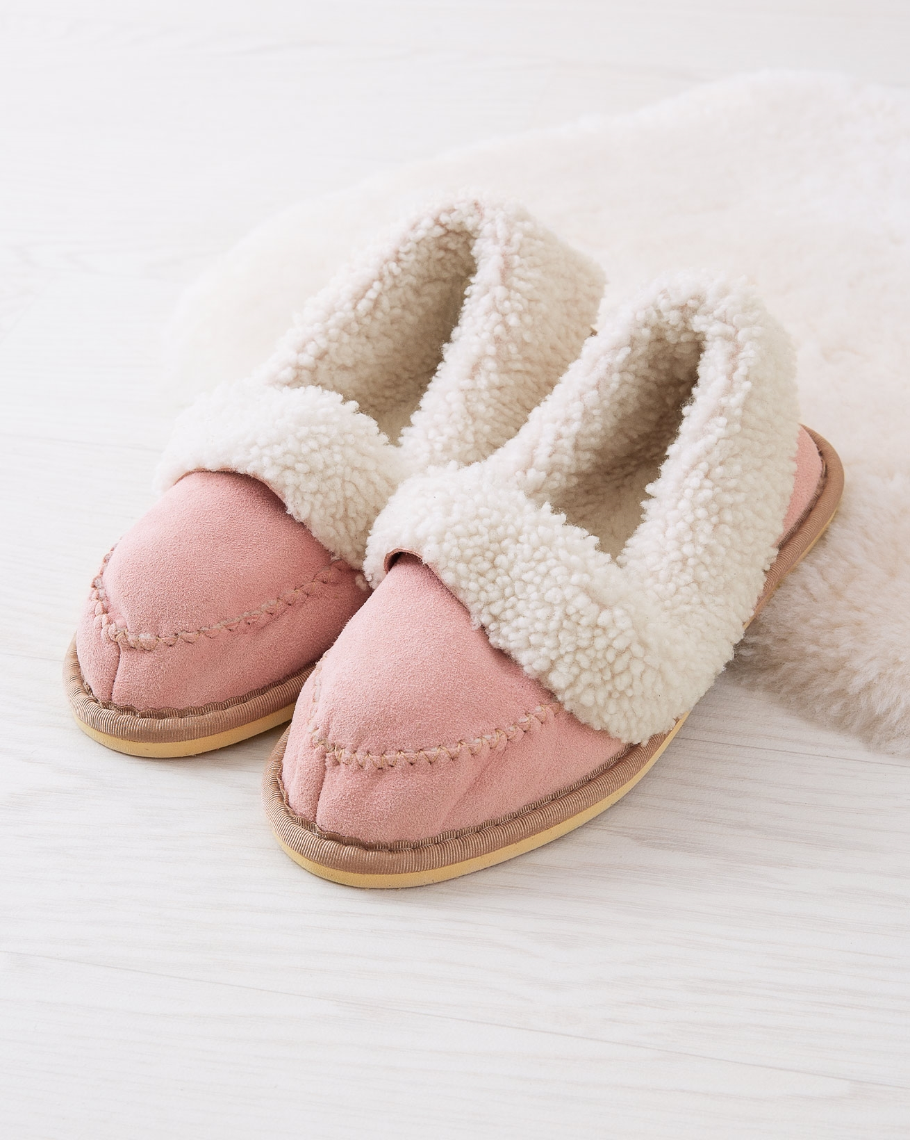 7446_halona-slippers_light-pink_lifestyle_lfs.jpg