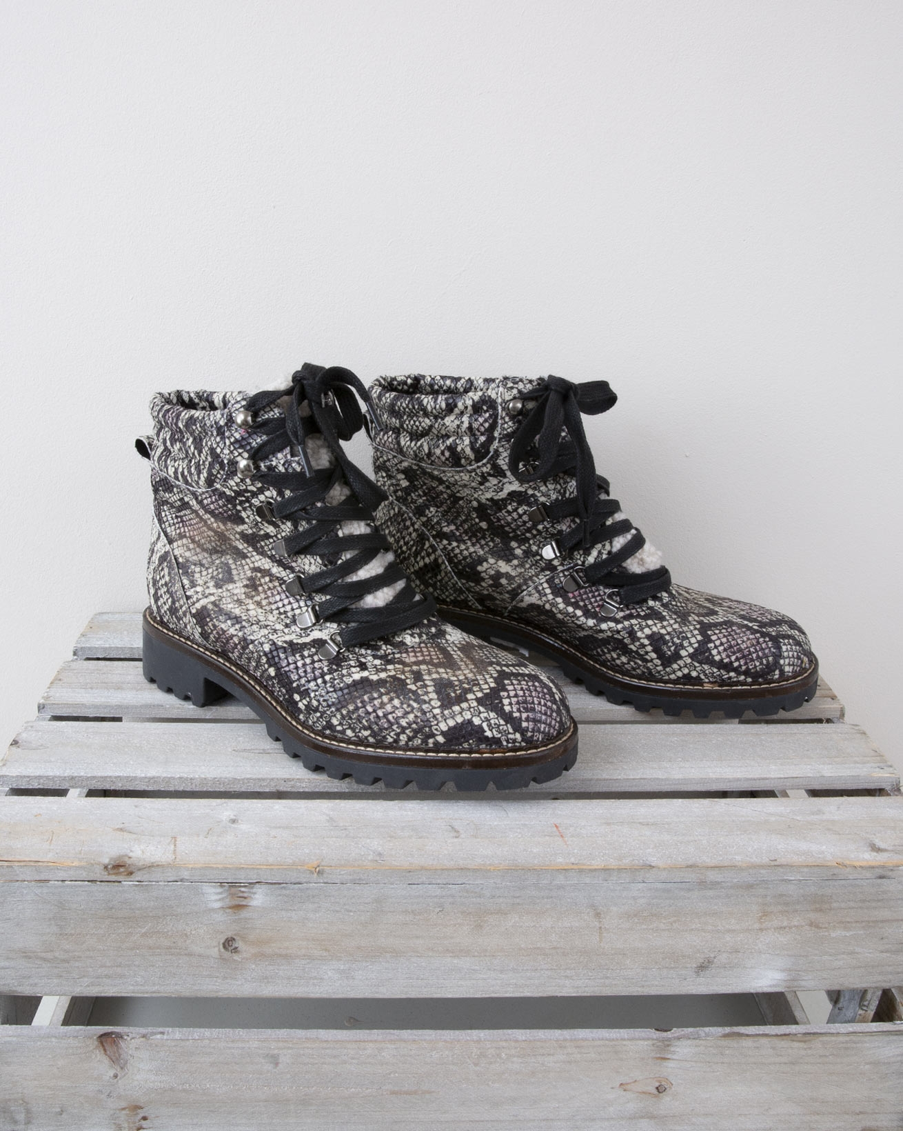 Hiker Boot - Size 39 - Black & White Snake -1325