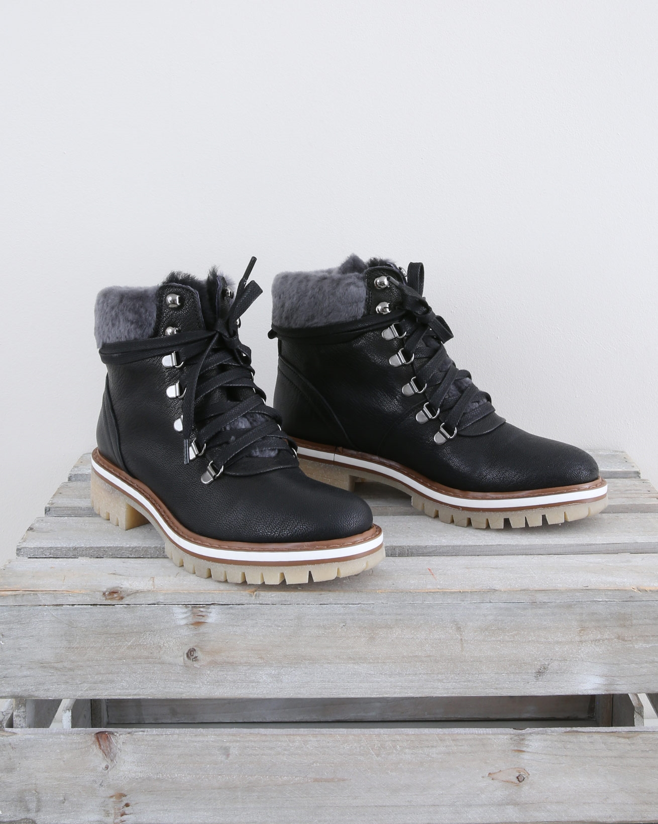 Leather Hiker Boot lined with sheepskin cuff - Size 37 - Black - 1455