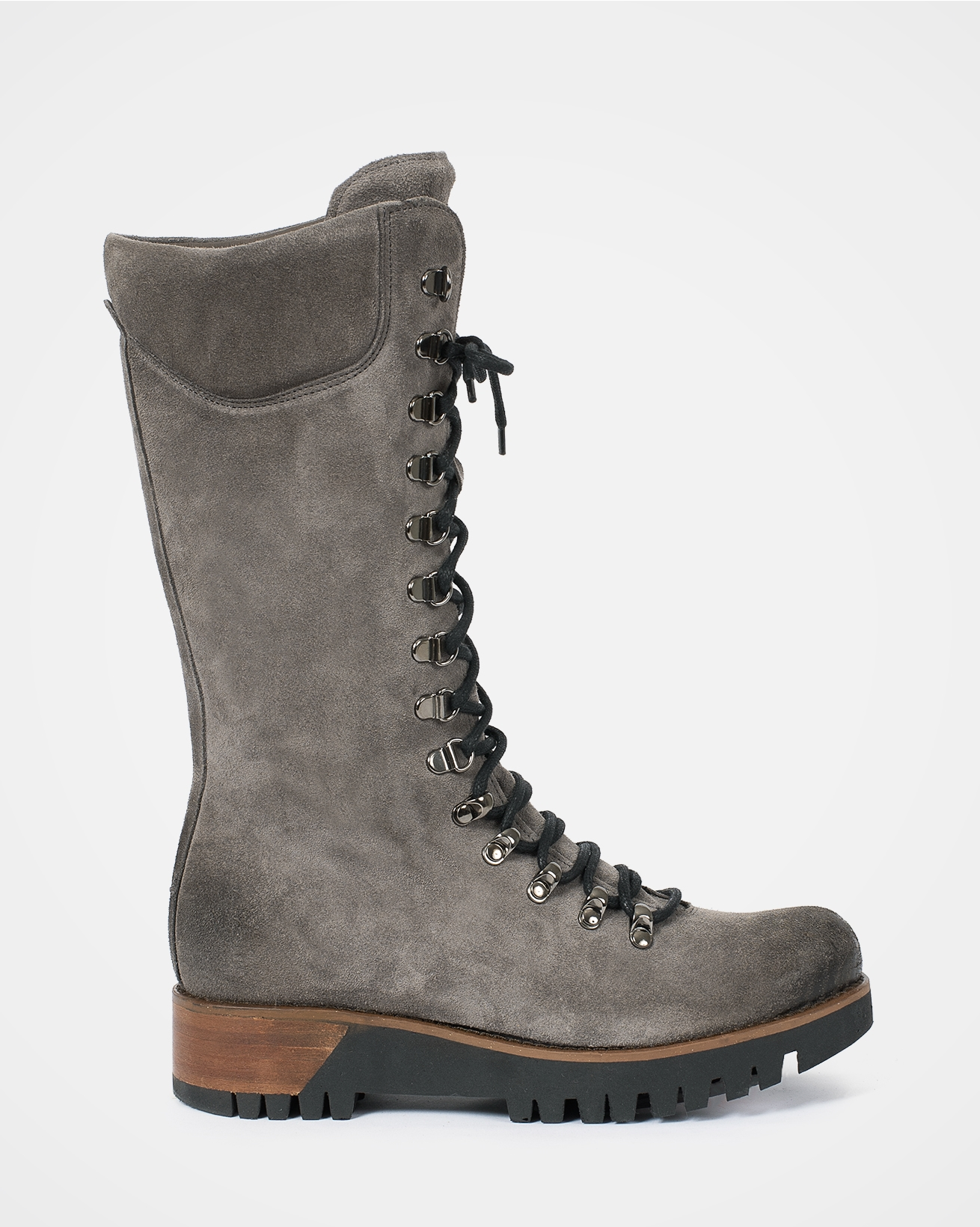 7082_wilderness-boots_grey_outside.jpg