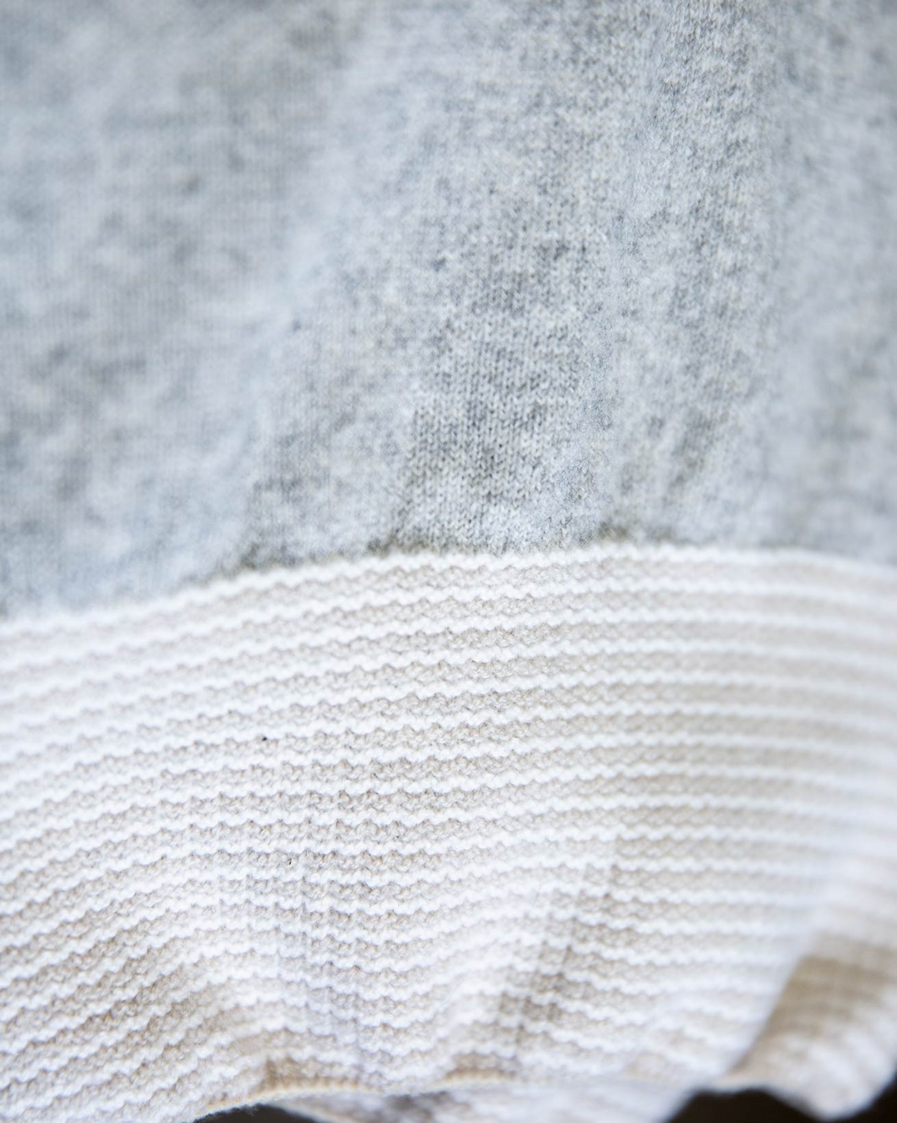 8704_icon-cashmere-merino-lounge-pants_pearl-grey_close-up-lfs.jpg