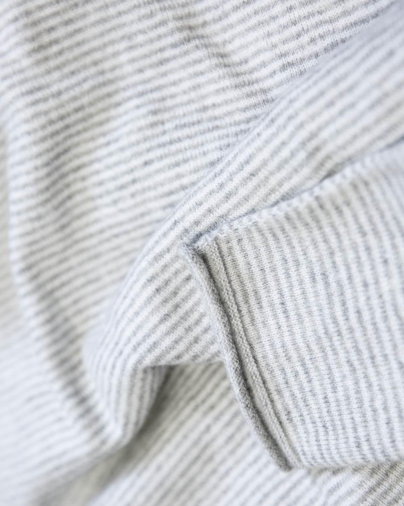8703_icon-cashmere-merino-fine-knit-crew_pearl-grey_close-up-lfs.jpg