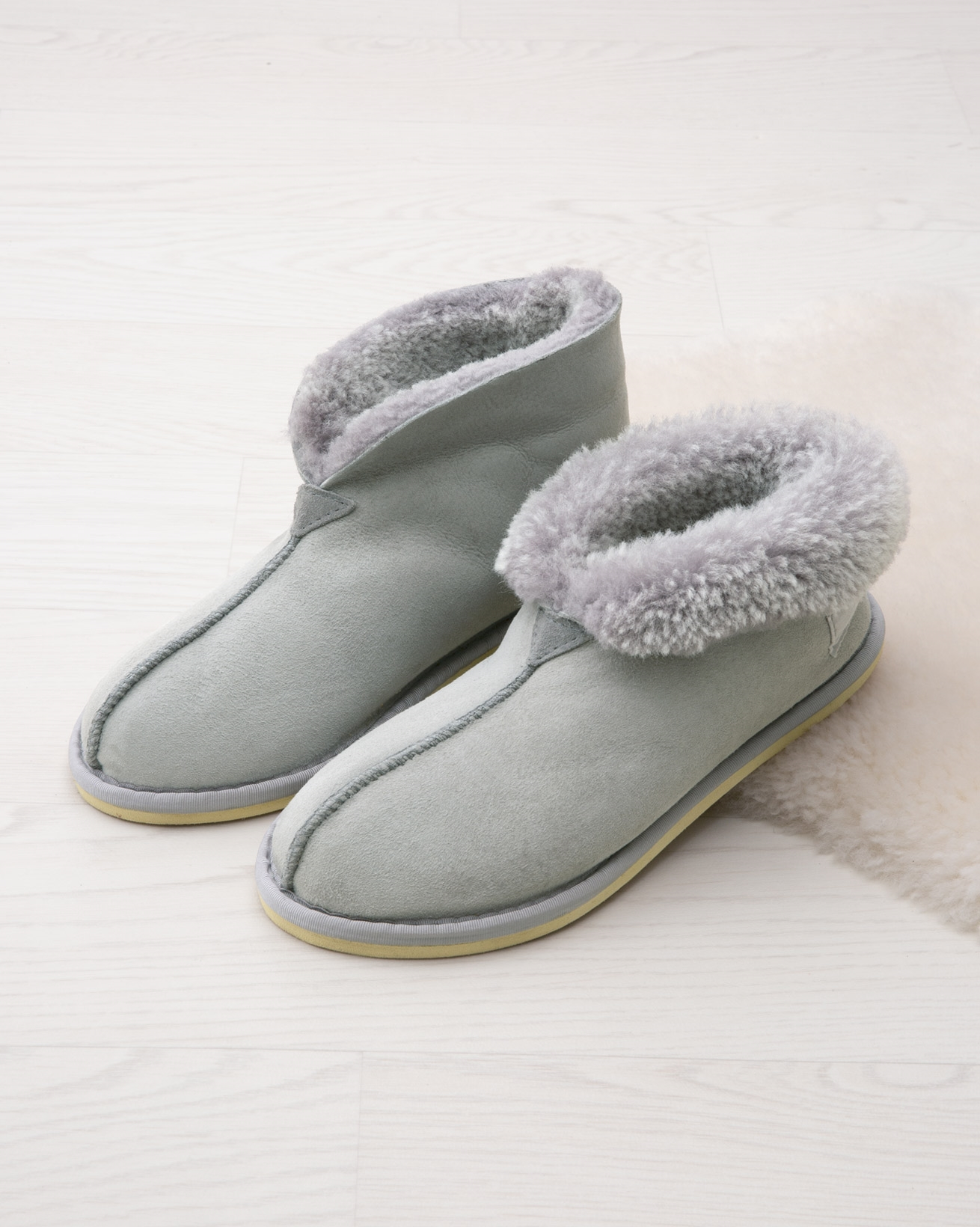 2100-bootee-slipper-icon-pearl-grey-web-lfs-opt2.jpg