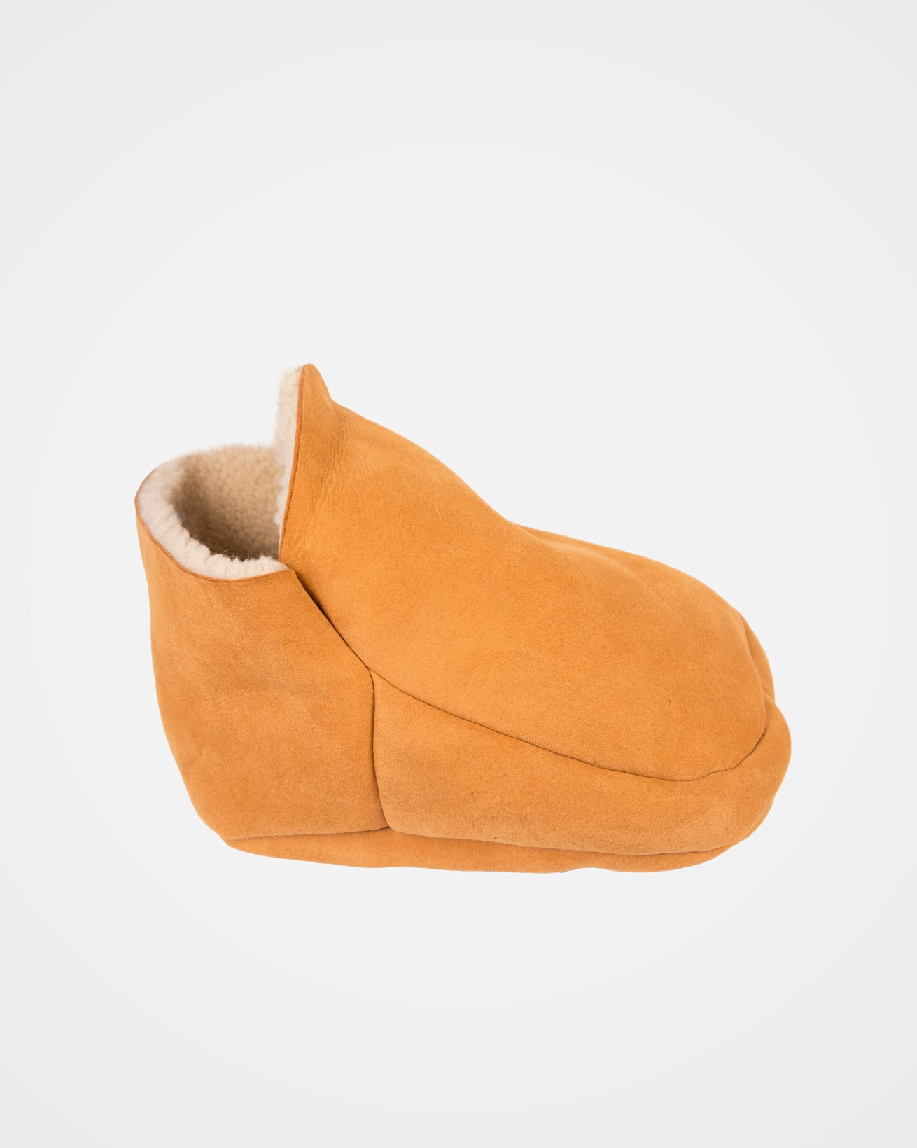 2140_sheepskin-footmuff_spice_side.jpg