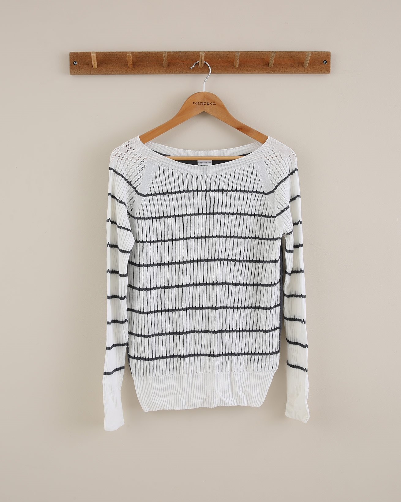 Sporty Light weight ribbed jumper - Size Small - Milk & Grey - 1694