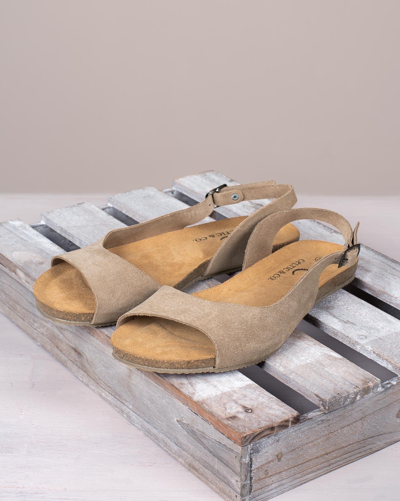 Flache Sandalen mit Slingback-Riemen