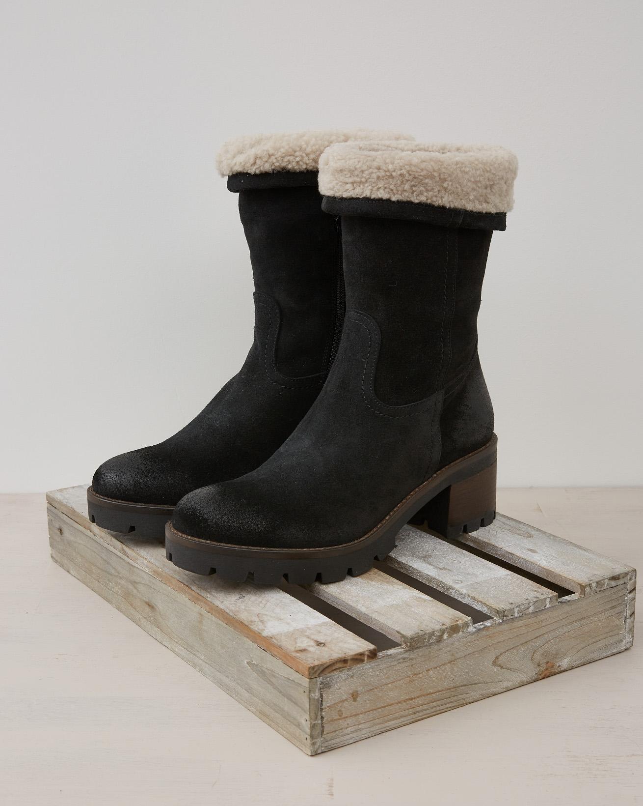 Fold Down Sheepskin Cuff Block Heel Boot - Black - Size 39 - 2446