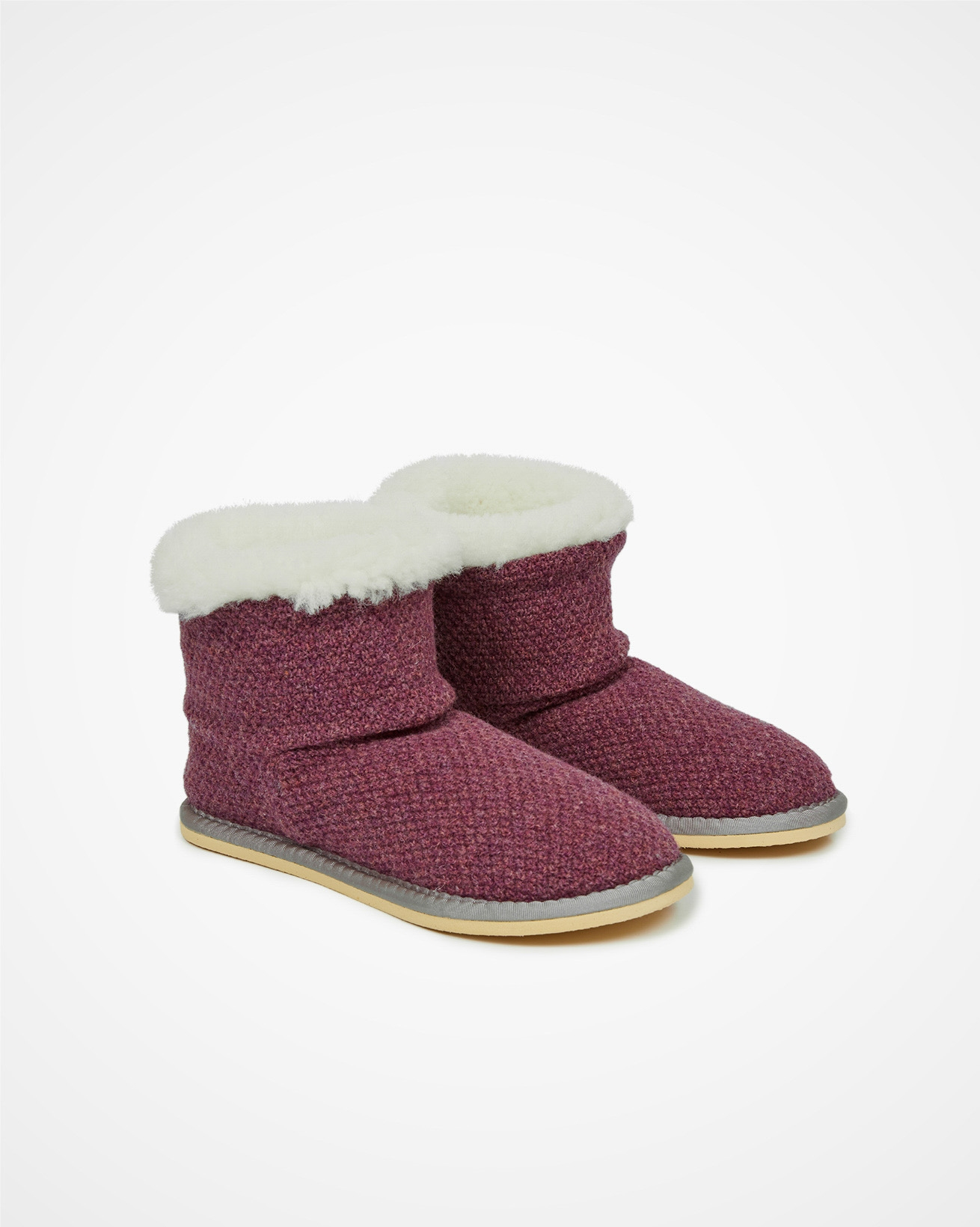 6610_knitted-shortie-slippers_sloeberry_pair_cutout_web.jpg