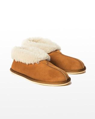 6618 men's sheepskin bootee slipper_burnt honey_pair_aw15.jpg
