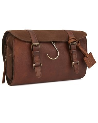 7010_leather_hanging_washbag_brown_front_aw16.jpg