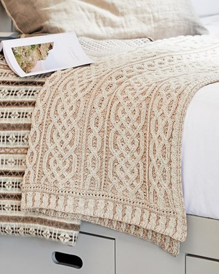 7124-lfs-cable plaited blanket.jpg