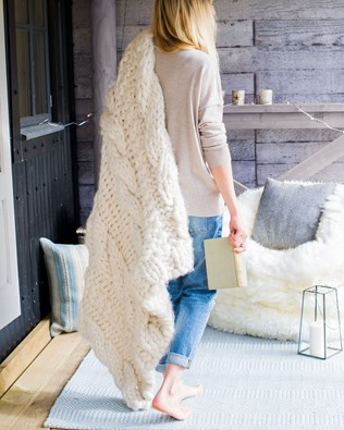 7424-lfs-chunky cable throw.jpg