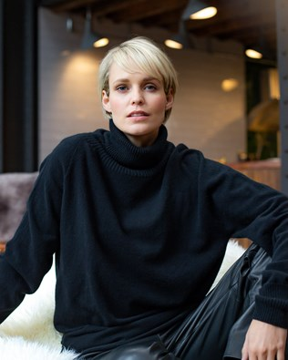 7505-geelong-slouch-roll-neck-black_55a8805_ifs.jpg