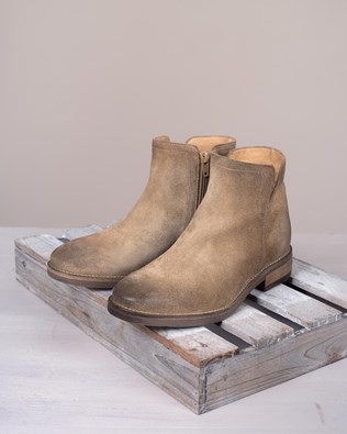 Notched Flat Ankle Boots
