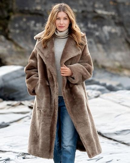 Deep Winter - 7713 Long Sheepskin Overcoat Vole