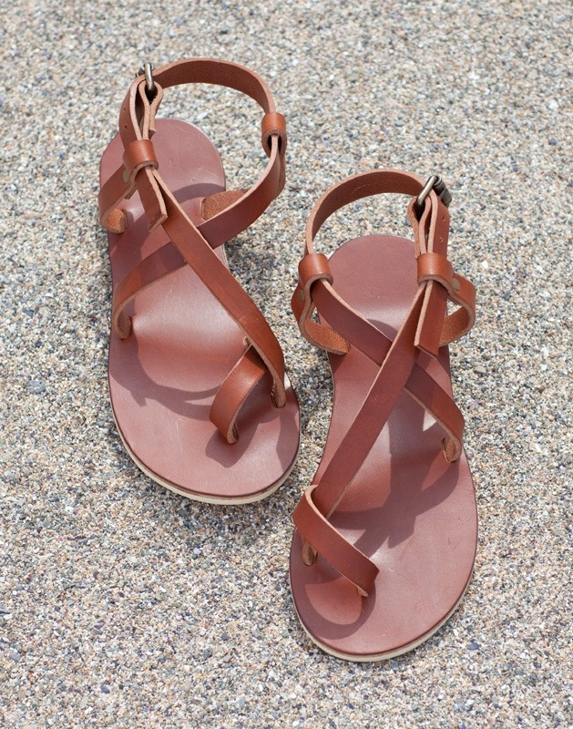 Toe-ring Crisscross Sandals